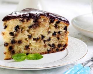 Cake au yaourt, pomme râpée et pépites de chocolat, ganache au Nutella©