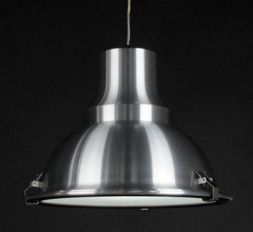 (39cm) Uma luminária candeeiro pendente  (tipo industrial) Luino I feita de alumínio escovado Adequado para escritórios ou outros ambientes de trabalho, mas também em uma garagem, ou em sua sala de estar! Compre agora através deste link www.luminaria.eu
