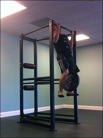 Drew Baye performing weighted chin ups on the UXS