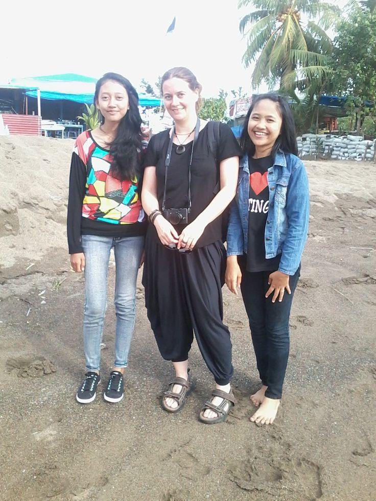 foto ama bule on padang beach with @ayuwikaa (:
