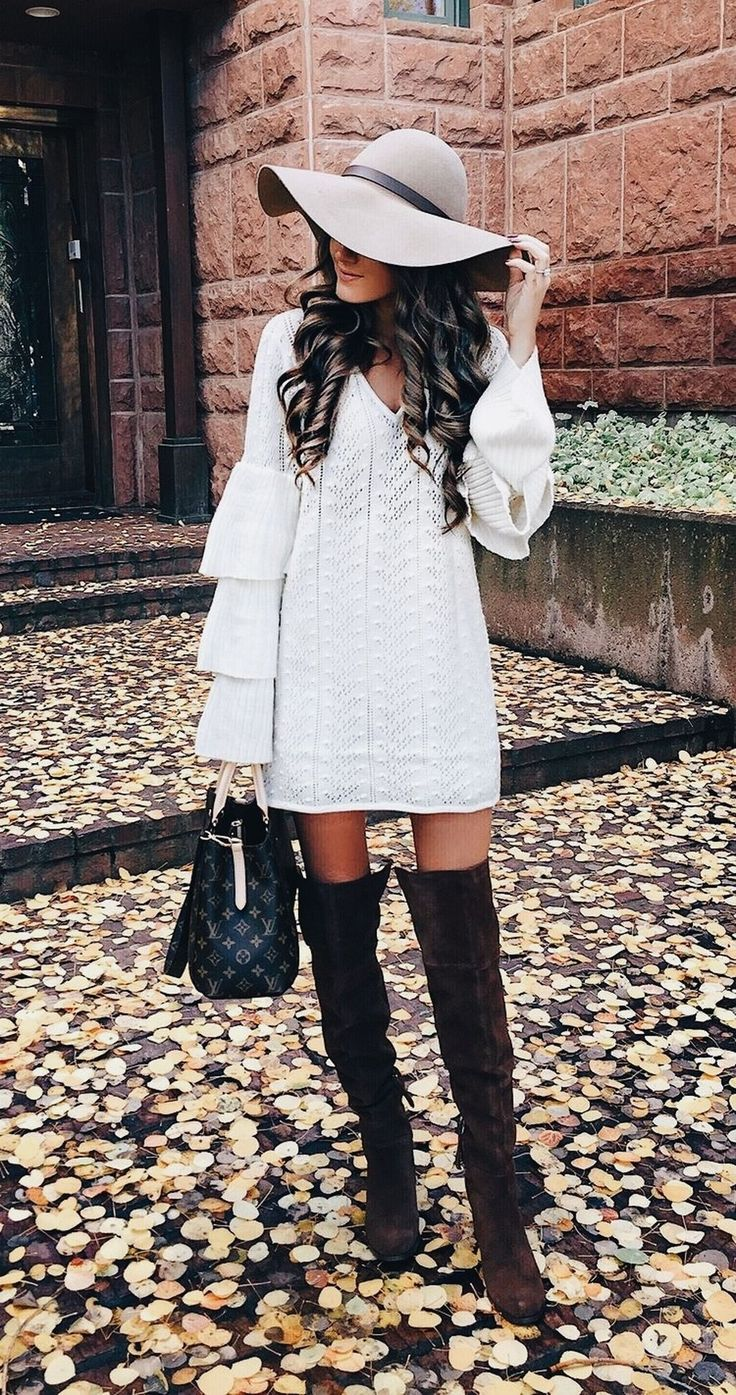 Cool 37 Stunning Short Sweater Outfits Ideas for This Winter. More at http://aksahinjewelry.com/2017/11/30/37-stunning-short-sweater-outfits-ideas-winter/