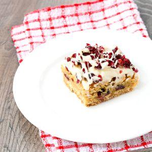 Barres fourrés à la rhubarbe  http://selection.readersdigest.ca/cuisine/cuisiner/12-repas-froids-pour-vos-pique-niques