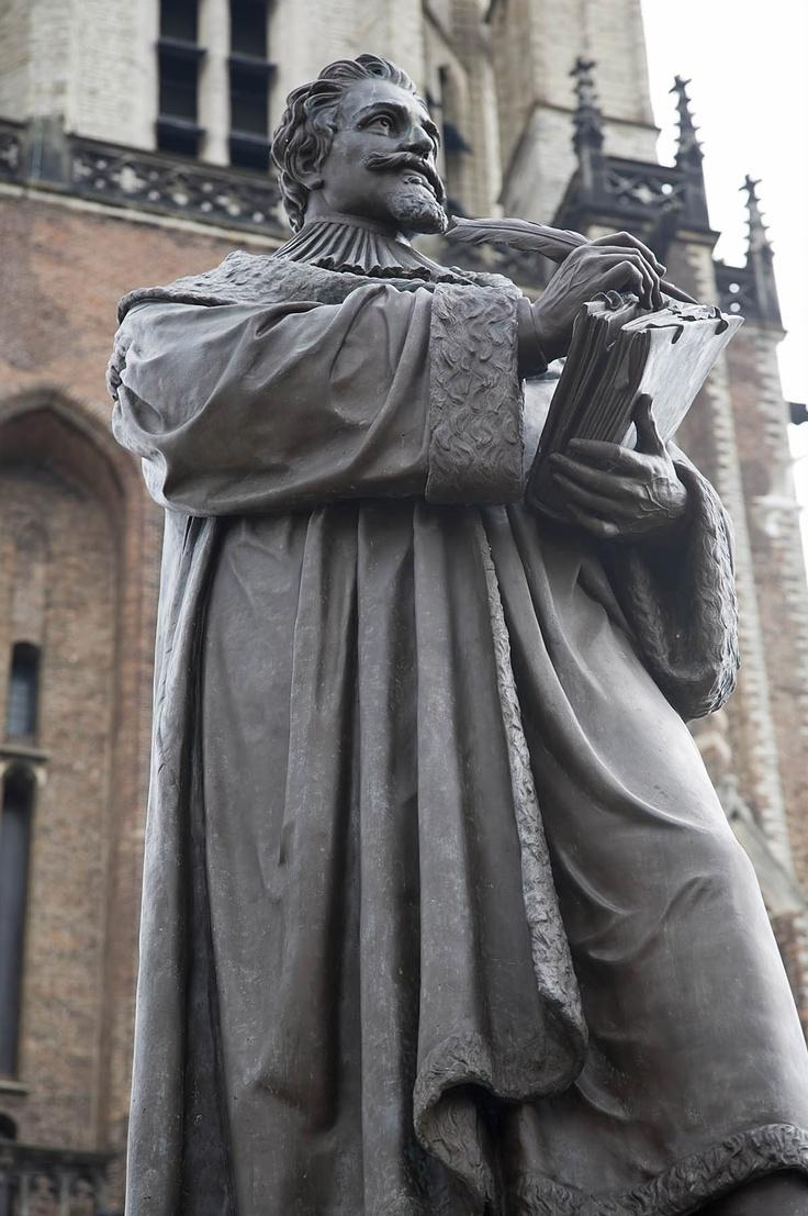 File:Statue of Hugo Grotius.jpg