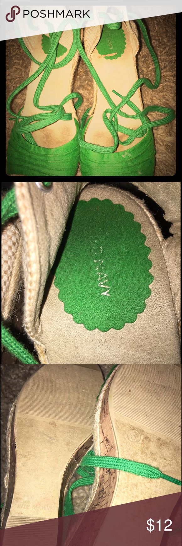 Old navy wedge shoes Have some wear to the inside where the feet go but the shoe itself is in good condition. They are a kelly green color and have a shoe lace that ties at the ankle! This is a wedge shoe Old Navy Shoes Wedges