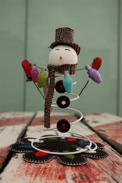 Bedspring Snowman….so cute!  No directions but could easily reproduce.