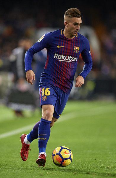 Gerard Deulofeu of Barcelona runs with the ball during the La Liga match between Valencia and Barcelona at Estadio Mestalla on November 26, 2017 in Valencia, Spain.
