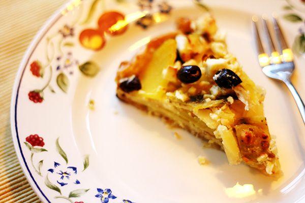 Hartige taart met pastinaak & gele biet met mosterd, feta en pistache | Rozemarijn