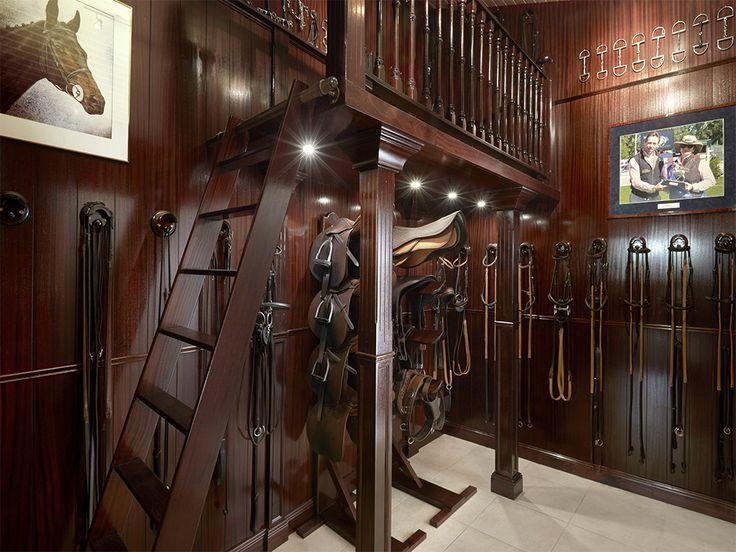 die besten 25 sattelkammer ideen auf pinterest taktikraum organisation st lle und stall in. Black Bedroom Furniture Sets. Home Design Ideas