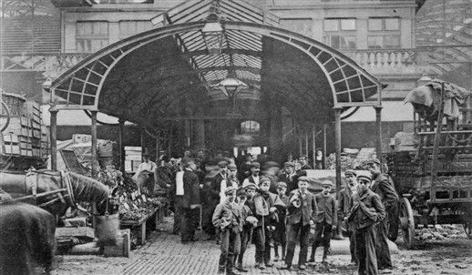 Children used as casual labour in Covent Garden Market. 1915 / LONDON