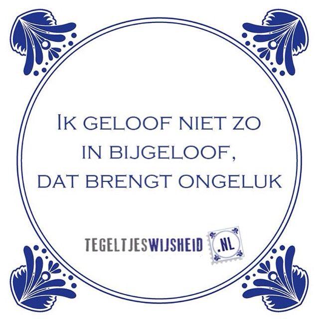 ik geloof niet zo in bijgeloof dat brengt ongeluk.  Een leuk cadeautje nodig? op www.tegeltjeswijsheid.nl vind je nog meer leuke spreuken en tegels of maak je eigen tegeltje. #tegeltjeswijsheid #quote #grappige tekst #tegel #oudhollands #dutch #wijsheid