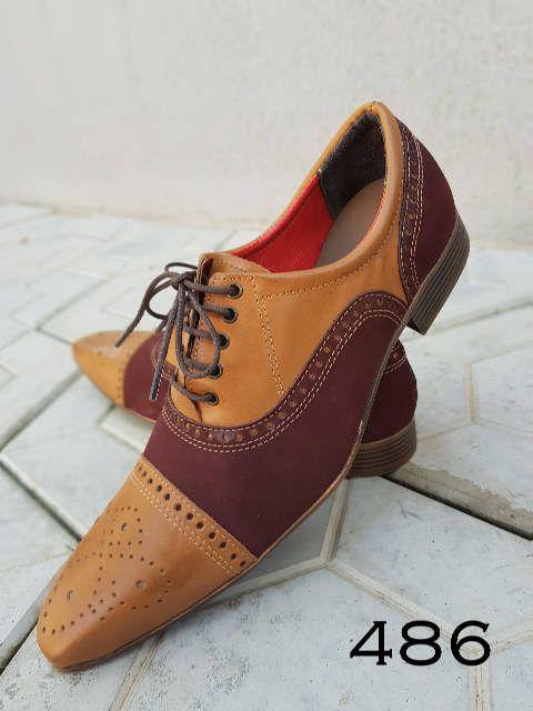 715befd23 Sapatos sociais masculinos feito à mão em couro bovino. Marrom cromo e  nobuck vinho.