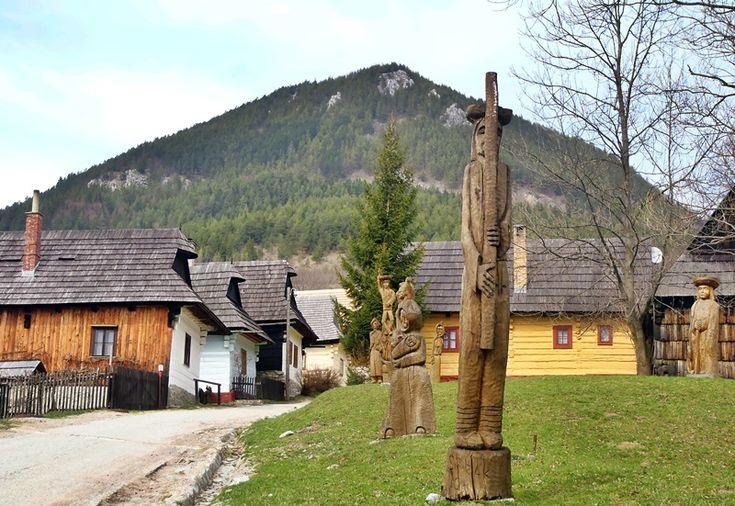 Vlkolínec je malá obec sa skladá z tradičných vidieku zrubových domov.
