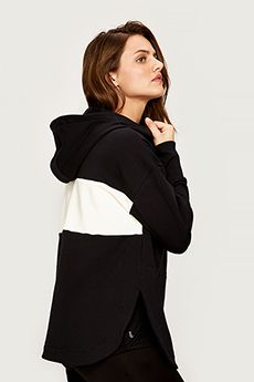 Shop Lolë's Sporty Chic SELENA Top this Holiday! #EcoFriendly #Pullover #HolidayGifts #LoleWomen