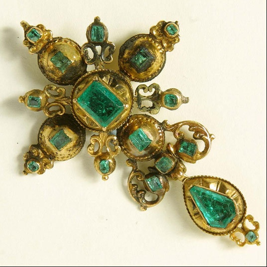 An Amazing Gold Cross Incrusted With 17 Emeralds Of Various Sizes Found On The Site