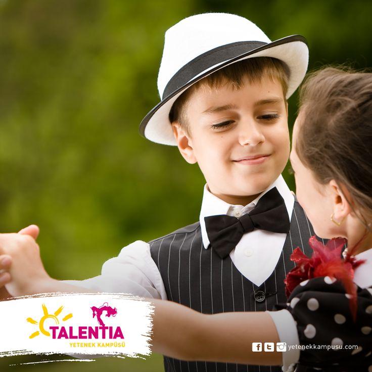 Rutin hareketlere bağlı kalınmaksızın doğaçlama olarak yapılan keyifli ve hareketli dans salsa, Talentia'da. Sosyal danslarla yeteneğini keşfet! #dans #salsa #talentia