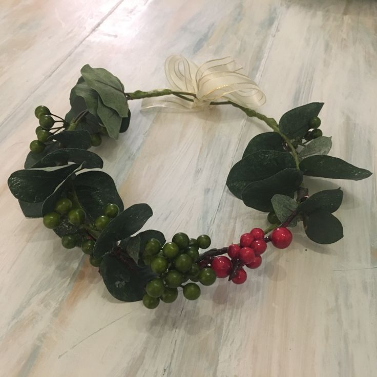 #maralandmoss #headpiece #flowergirls #babyshowerideas #gardenparty #crown #moss #bridesmaids #bride #elegantwedding #flowercrown #wreath #christmasheadpiece #christmas #maralandmoss see Instagram.com/maralandmoss for range and delivery times