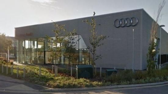 """Audi-monteur pleegt zelfmoord na getreiter collega's"""
