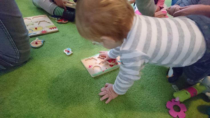 Am fost saptamana trecuta la un curs Play with me la BBCenter. Cursul e tinut de o mamica tanara si reprezinta un vis de-al ei… in curs de materializare. Desi am ajuns cu intarziere (GPS-ul m…