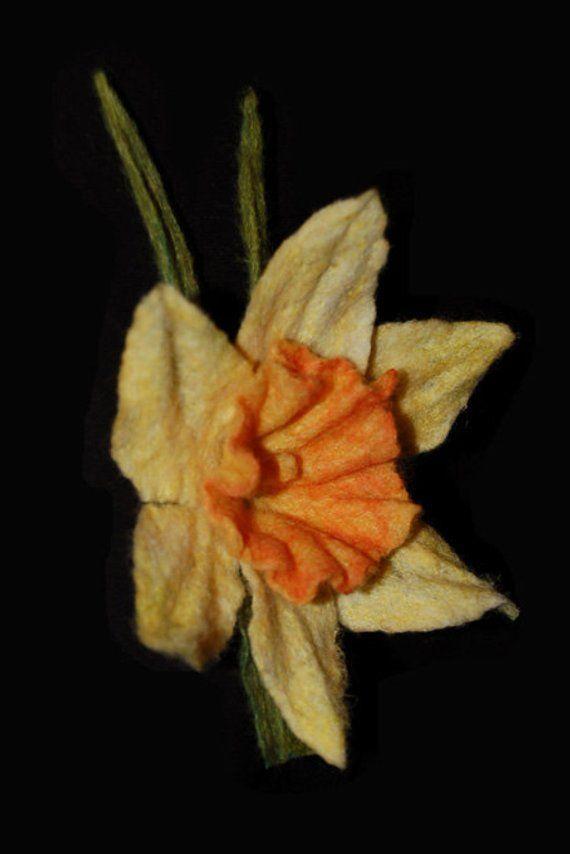Broszka Z Filcu Kwiat Zonkil Filcu Broszka Kwiaty Rzezbione Etsy Plants