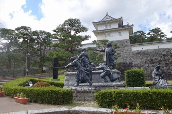 ↑二本松城の全景  9月14日(日)、3城目の二本松城であった。二本松は東北道上ににあり郡山と福島の中間にある。二本松城は小ぶりで、観光城ではなく人影も少なく静かな趣のある城である。 城跡は県立霞ヶ城公園として整備されており、復元された箕輪門近くには「二本松少年隊群像」がある。...