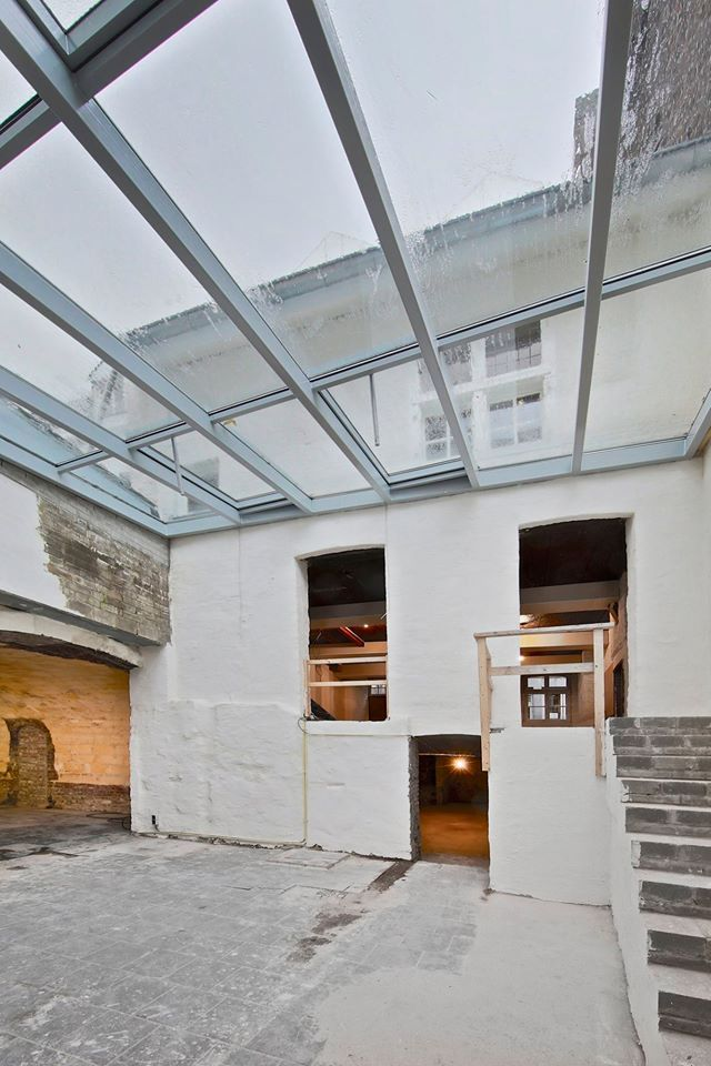 Renovatie monumentaal gebouw in Maastricht met alumunium glasdak voor extra daglicht. Realisatie door Stalumex