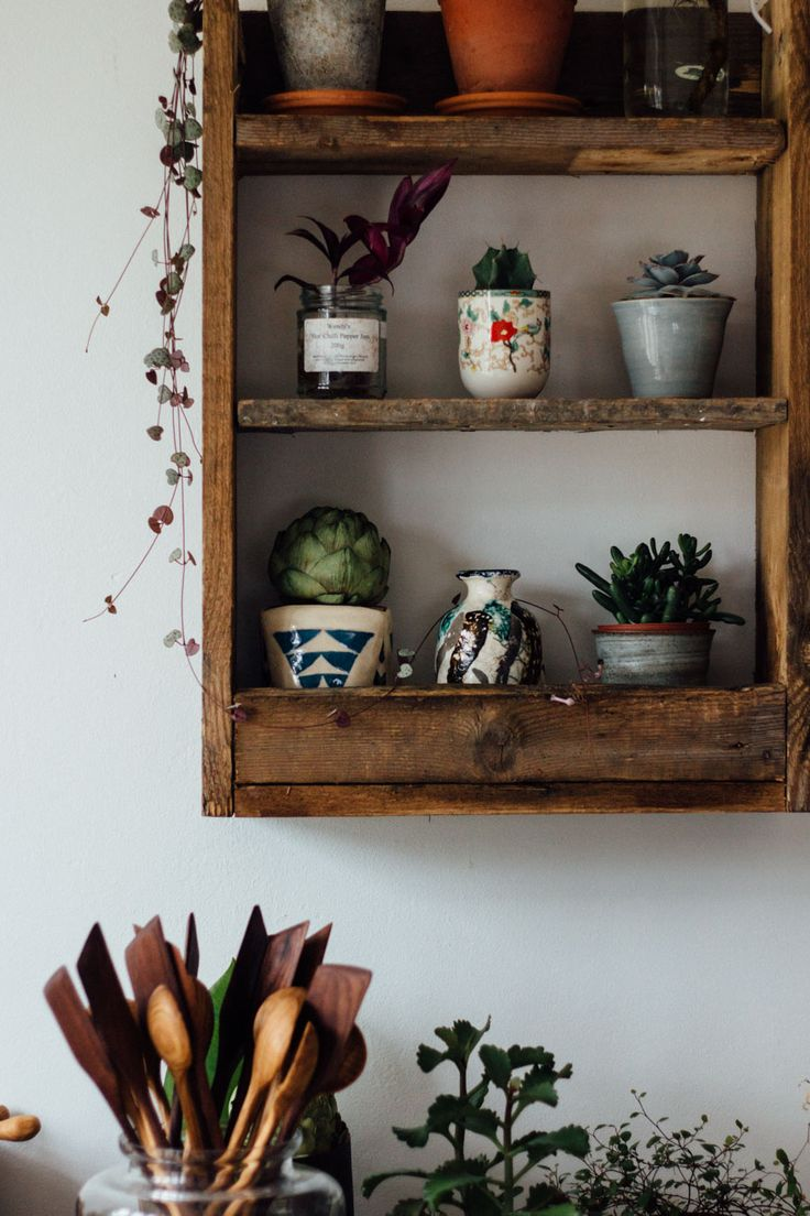 25 best ideas about small shelves on pinterest small wall shelf display and wall shelves and. Black Bedroom Furniture Sets. Home Design Ideas