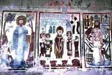 Voici une fresque appartenant a l'art Carolingien, de l'Abbaye Saint Jean des Sœurs de Müstair dans les Grisons. Date environ du IX-Xè. Fresques représente martyrs et apôtres.