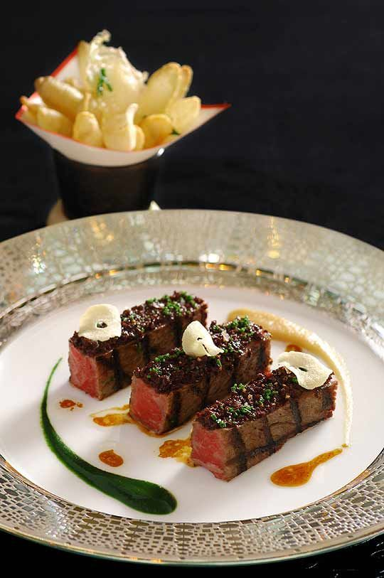 The Miele Guide has voted the restaurant Robuchon au Dôme, in Macau, the best restaurant in the Asia region. Besides taking first place, French chef Joël Robuchon also won third place in the list, which was given to L'Atelier de Joël Robuchon in Hong Kong.