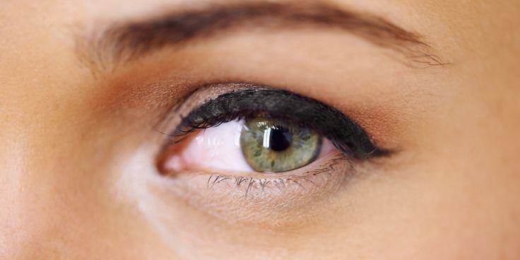 Is je favoriete oogpotlood te hard of uitgedroogd, waardoor je hem maar moeilijk kunt aanbrengen? Deze beauty hack zorgt ervoor dat-ie weer smooth over je ooglid glijdt. Niets zo vervelend als een stroef oogpotlood dat je zo glad mogelijk probeert aan te brengen. Om geïrriteerde oogleden te voorkomen hebben we deze slimme beautytruc voor je.…