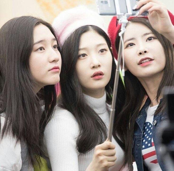 Dani with Chaeyeon and Cathy