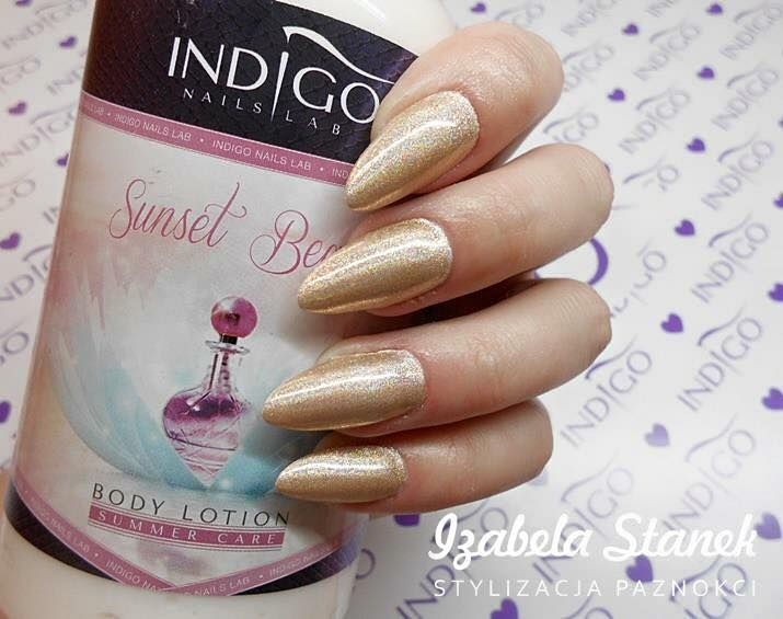 Efekt Holo Grapefruit by Izabela Stanek Indigo Young Team :) #holo #effect #gold #pink #glitter #nails