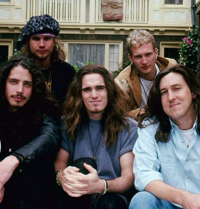 staley single personals Written during the first of what would be more than a dozen rehab stints for staley, junkhead – like sickman and god smack, two other songs from 1992's dirt – showed the singer.