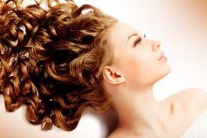 Hai capelli secchi e crespi e non hai ancora trovato una soluzione? Ecco il trattamento più efficace al tuo problema. Olio di cocco, miele e tuorlo d'uovo