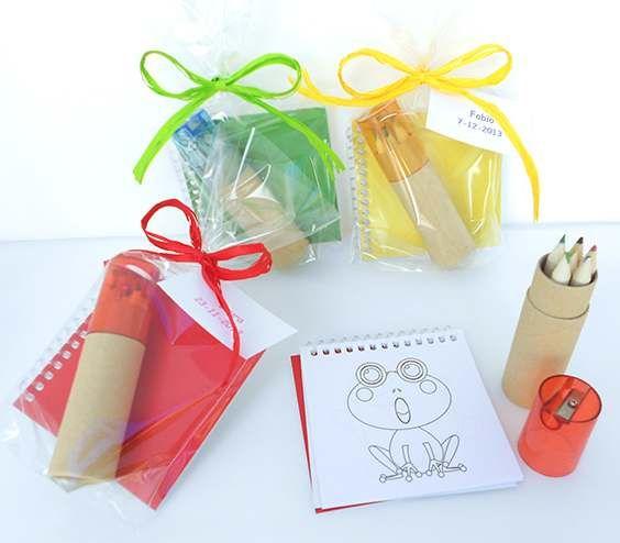 Libreta con plantillas y set lápices con sacapuntas