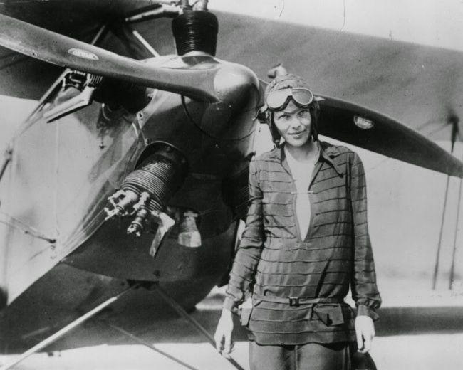 La piloto Amelia Earhart luego de cruzar el oceano Atlántico en su avion. 1928 23Fotografías demujeres que cada vez nos asombran más