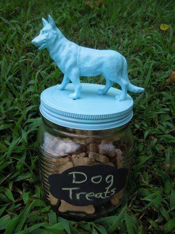 Leuk om voor je hond's verjaardag deze pot te geven vol hondenkoekjes!