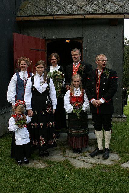 Et vakkert knippe bunader fra et bondebryllup | Flickr - Photo Sharing! Gudbrandsdalen og Hedmark