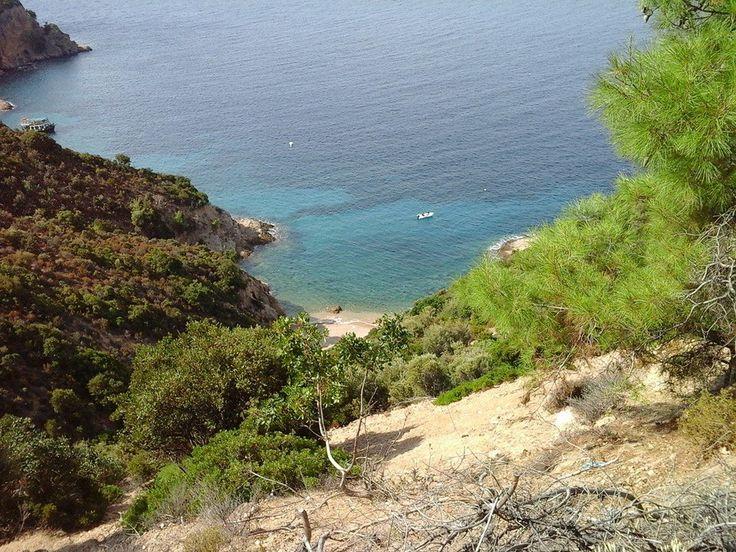 """Limenas Am început turul insulei în capitala Limenas (în traducere Limenas înseamnă port), unde am petrecut cele două săptămâni """"grecești"""" anul acesta. Traseul excursiei are aproximati…"""