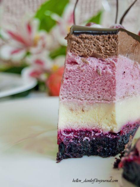 Для торта 20-21см Состав: 1. Шоколадный бисквит Genoese 2. Клюквенно-вишневый Compote с барбарисом 3. Воздушное Cremeux с ванилью 4. Вишневый мусс 5. Шоколадный мусс 6. Зеркальная…