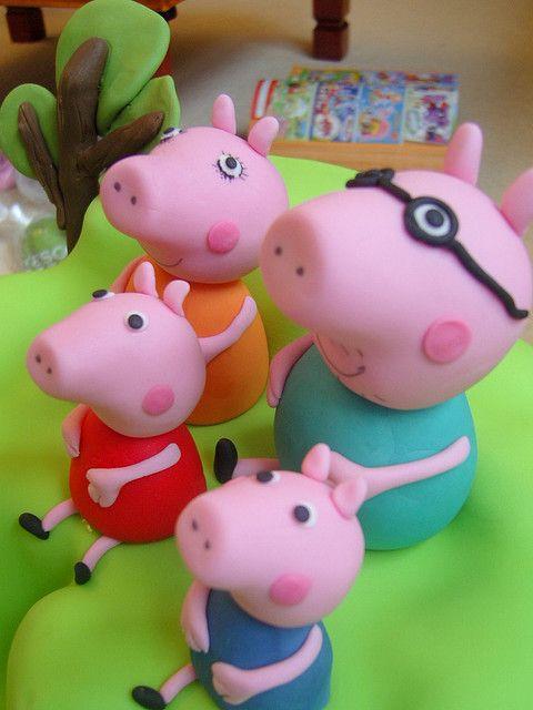 Pepper pig cake