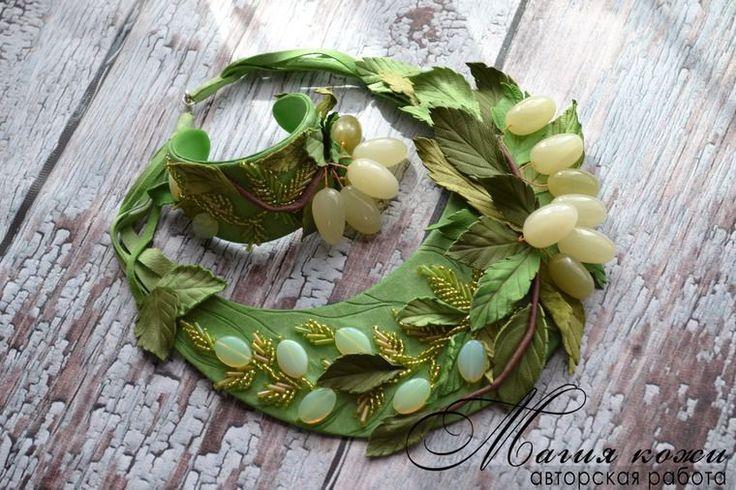 """Купить Комплект из кожи """"Белая слива"""" - салатовый, светло зеленый, украшения из кожи, комплект из кожи"""