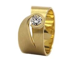 We offer bespoke wedding and engagement ring by our designers from all over the world.