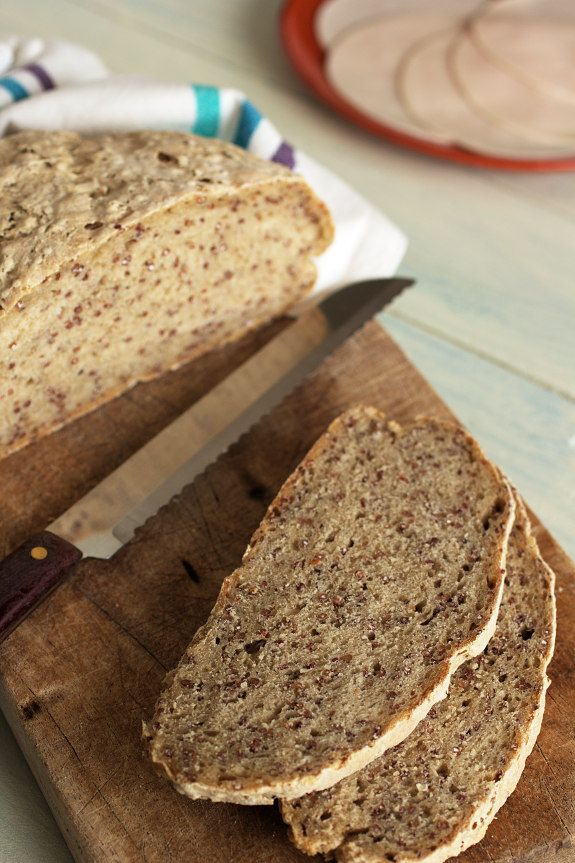 Cinco Quartos de Laranja pão de centeio com quinoa vermelha