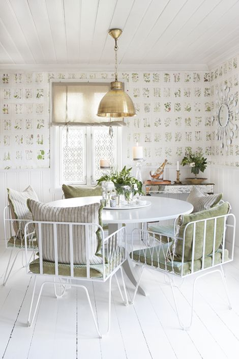 Dining room at the farm. Wallpaper Botanica by Sandberg. interior design and photo: Annette & Christian Thorsbye