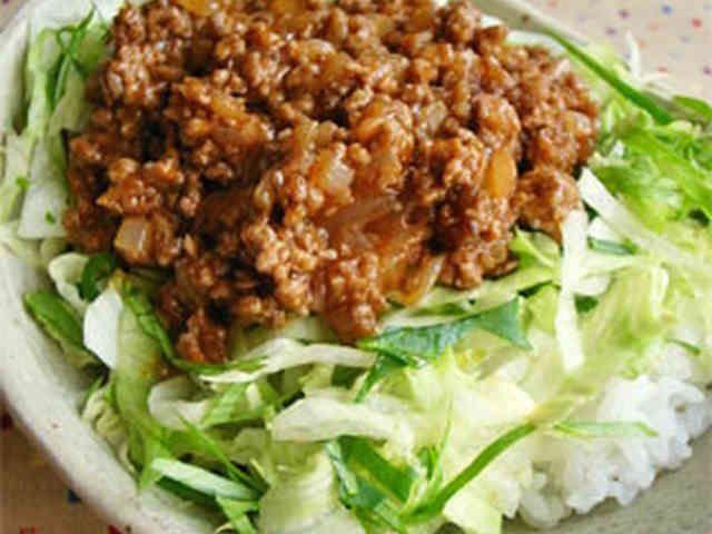 5分でハンバーグ丼!合挽き肉と玉ねぎ炒めの画像