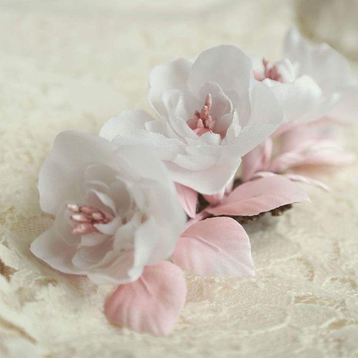 Silk Flowers - Bridal Hair Piece www.etsy.com/shop/camelliasilkflowers Www.cameliavlad.ro