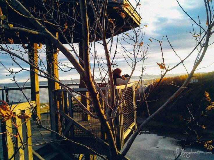 Au sommet des escaliers, la vue est imprenable sur le paysage et sur la Chute Montmorency #Quebec