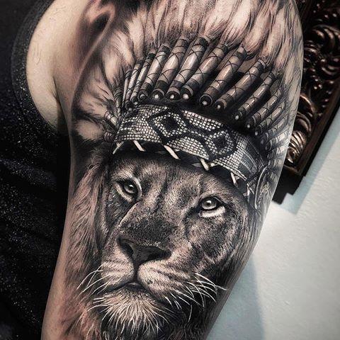 Erstaunlicher Künstler Ubiratan Tattoo Ubiratan Amorim ehrfürchtiger indianischer Löwe Arm …