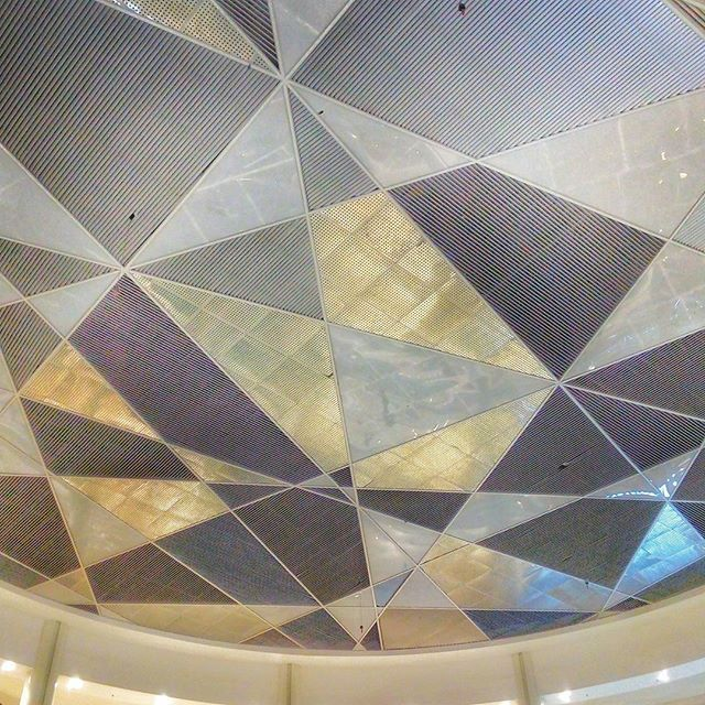WEBSTA @ jakaanindita - Seberapa sering orang menengadah ke sini? #ceiling #rooftoop #mal #mall #instajakarta #tbt #love #rsa_minimal #architecture @kotakasablanka