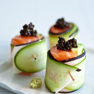 Sushis chics: saumon, (caviar), concombre et radis noir en lamelles